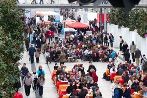 """""""Anständig essen"""" war dort zu vergessen – Eindrücke von der Leipziger Buchmesse 2011"""