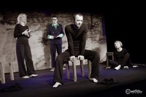 Geschlossene Gesellschaft - Willkommen in der Hölle! Von links nach rechts: Franziska Dempt, Frank Engelmann, Steffen Lorenz und Anne Hermann-Haase. Foto: Anders Balari.