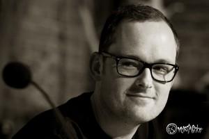 """Der sympathische Newcomer Jan Brandt stellt seinen Debütroman """"Gegen die Welt"""" vor. Foto: Anders Balari"""