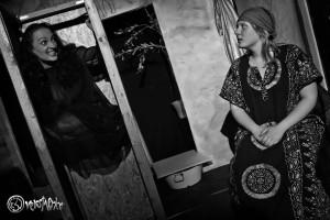 Hilfe aus dem Wahnsinn durch Arisbe (Lena Conrad). Foto: Anders Balari