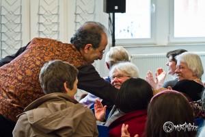 Rafik Schami freut sich über sein begeistertes Publikum. Foto: Anders Balari