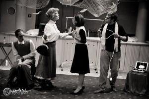 Rasch spitzen sich die Dinge zu und nur Agatha Christie behält einen kühlen Kopf. Foto: Anders Balari