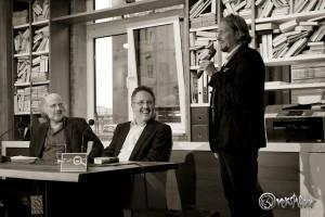 Jan Paschen begrüsst seine Gäste (links Frank Schulz, Mitte Rainer Moritz). Foto: Anders Balari