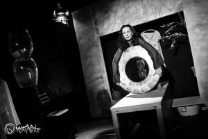 """Nur eine der ausdrucksstarken Szenen aus """"Kassandra"""" mit Angelika Landwehr. Foto: Anders Balari"""