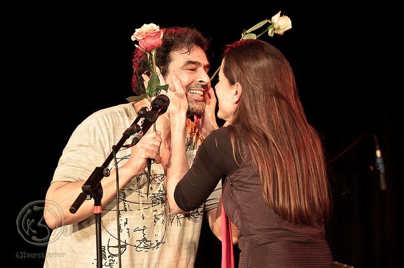 Die erfolgreiche Kinder- und Jugendbuchautorin Isabel Abedi beglückwünscht ihren Mann Eduardo Macedo zu dem großartigen Erfolg. Foto: Anders Balari