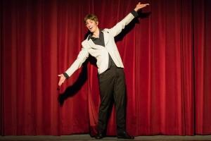 """Jahn Van de Beerg präsentiert """"Zauberhafte Zeiten"""" im kleinen Hoftheater. Foto: Anders Balari"""