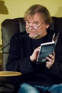 JosteinGaarder liest aus dem norwegischen Original seines Buches. Foto: Anders Balari