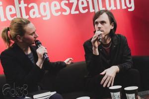 "Doris Akrap im Gespräch mit Leif Randt ""Planet Magnon"" Foto: Anders Balari"