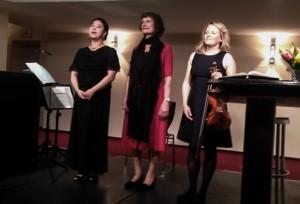Das HörTRaum-Trio: Makiko Eguchi, Ingrid Sanne und Berit Behr (v.l.)