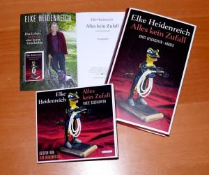 Es ist kein Zufall, dass wir Elke Heidenreich auf dem Foto im Innern der Leseprobe mit roter Samtjacke und Mops Vito sehen, nein, alles kein Zufall...