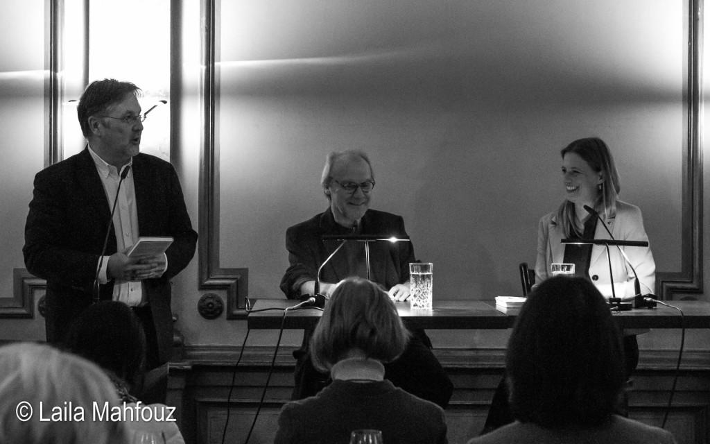 Rainer Moritz, Leiter des Literaturhauses Hamburg, begrüßt Michael Köhlmeier und Sandra Kegel (Foto: Laila Mahfouz)