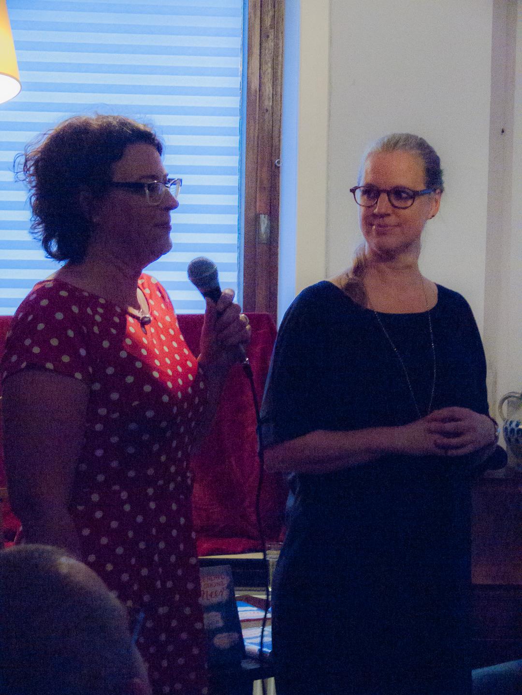 Anne von Canal und Isabel Bogdan stellen ihre Anthologie »Irgendwo ins grüne Meer – Geschichten von Inseln« vor (Foto: Laila Mahfouz)
