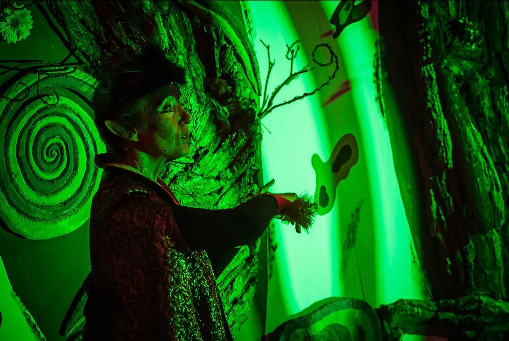 Die Waldkönigin (Brigitte Wahls) herrscht über den Wald und all seine Bewohner. Foto: Anders Balari
