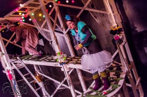 Ein phantastisches Bühnenbild von Nicole Bettinger. Foto: Anders Balari