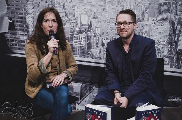 Jan Weiler im Interview mit Felicitas von Lovenberg während der Buchmesse in Leipzig im März 2015 (Foto: Anders Balari)