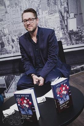 Jan Weiler präsentierte seinen Roman »Kühn hat zu tun« auf der Buchmesse in Leipzig im März 2015 (Foto: Anders Balari)