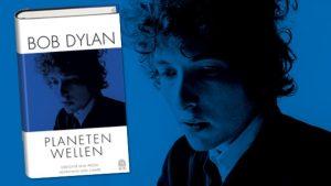 Rezension zu Bob Dylans Lyrik- und Prosasammlung »Planetenwellen« in einer zweisprachigen Ausgabe – übersetzt und kommentiert von Heinrich Detering